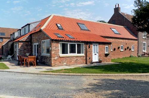 Snaptrip - Last minute cottages - Superb Driffield House S3587 -