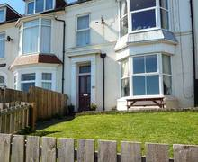 Snaptrip - Last minute cottages - Beautiful Hornsea Apartment S3618 -