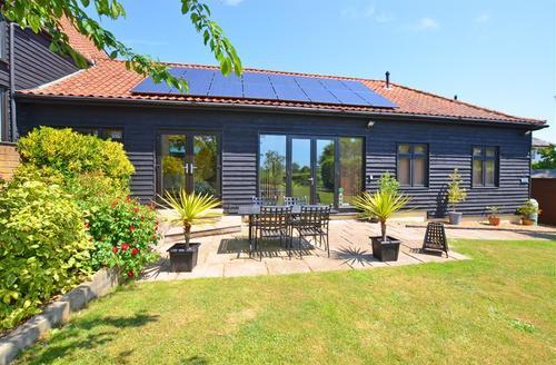 Snaptrip - Last minute cottages - Cosy Sisland Cottage S37239 - Exterior