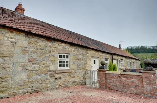 Snaptrip - Last minute cottages - Excellent Cropton Cottage S37260 - Exterior