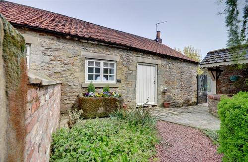 Snaptrip - Last minute cottages - Stunning Cropton Cottage S37261 - Exterior