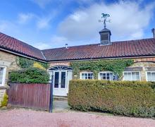 Snaptrip - Last minute cottages - Lovely Cropton Cottage S37263 - Exterior - View 1