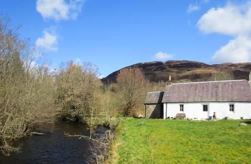 Snaptrip - Last minute cottages - Charming Brig O Turk Cottage S37476 -