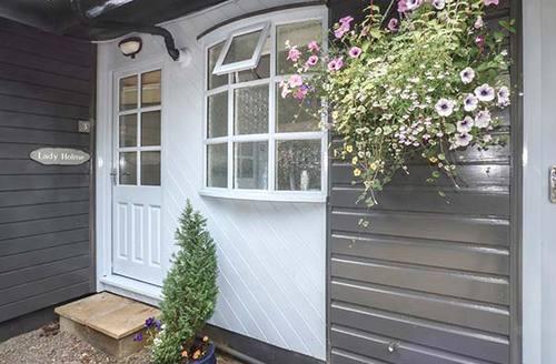 Snaptrip - Last minute cottages - Splendid Windermere Lodge S37490 -
