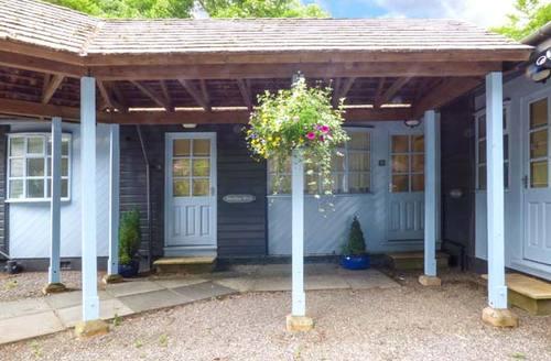 Snaptrip - Last minute cottages - Captivating Windermere Lodge S37496 -