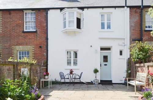 Snaptrip - Last minute cottages - Beautiful Bognor Regis Cottage S37528 -