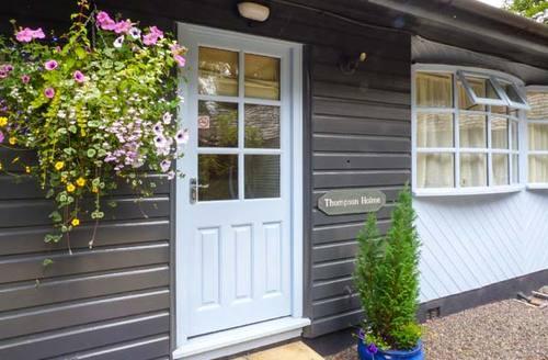 Snaptrip - Last minute cottages - Tasteful Windermere Lodge S37560 -