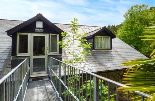 Snaptrip - Last minute cottages - Exquisite Swansea Apartment S37607 -