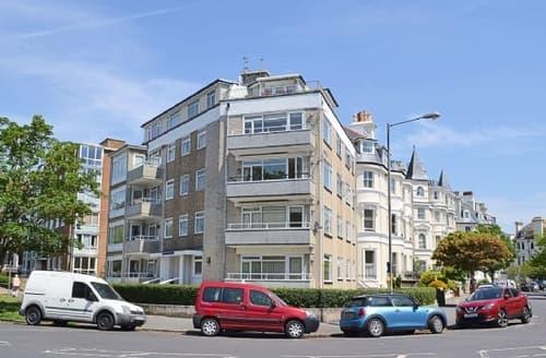 Snaptrip - Last minute cottages - Inviting Folkestone Apartment S37639 -