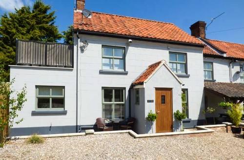Snaptrip - Last minute cottages - Captivating Briston Cottage S37697 -