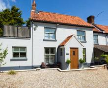 Snaptrip - Last minute cottages - Captivating Briston Cottage S37697 -