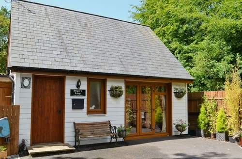 Snaptrip - Last minute cottages - Excellent Holsworthy Lodge S37731 -