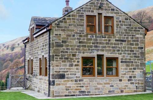 Snaptrip - Last minute cottages - Splendid Todmorden Cottage S3718 -