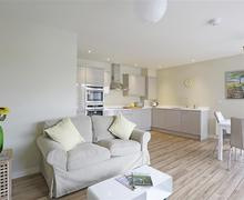 Snaptrip - Last minute cottages - Superb Aldeburgh Apartment S37815 - Open Plan Room - View 1