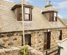 Snaptrip - Last minute cottages - Attractive Gardenstown Cottage S37898 -