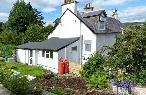 Snaptrip - Last minute cottages - Captivating Clynder Cottage S38121 -