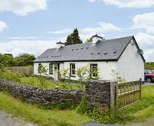 Snaptrip - Last minute cottages - Quaint Boyle Cottage S38227 -