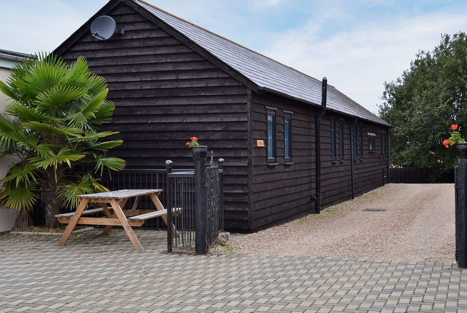 Chinook Exterior | Four Winds Cottages - Chinook, Castle Hedingham