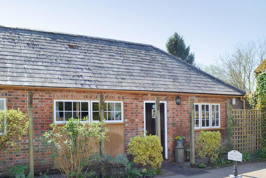 White Wing - 29584 Attractive converted holiday cottage | White Wing - The Compasses Inn Cottages, Damerham, near Fordingbridge