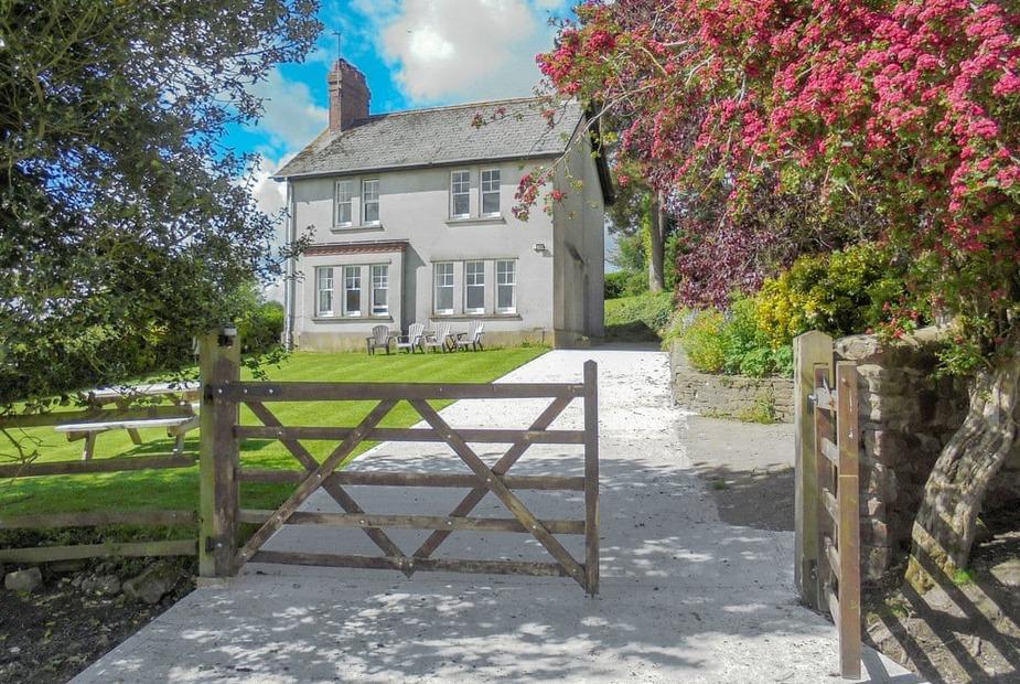 Ty Mawr Hill Delightful, detached farmhouse | Ty Mawr Hill, Llanbadoc, near Usk