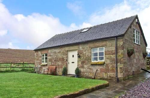 Snaptrip - Last minute cottages - Quaint Stoke On Trent Barn S3860 -