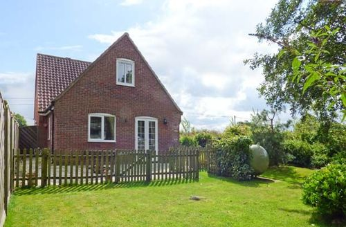 Snaptrip - Last minute cottages - Delightful Worstead Cottage S39253 -