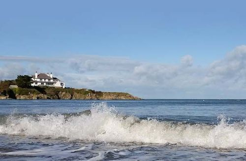 Snaptrip - Last minute cottages - Excellent Cemaes Bay Cottage S39290 -