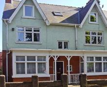 Snaptrip - Last minute cottages - Excellent Hornsea Bays S3923 -