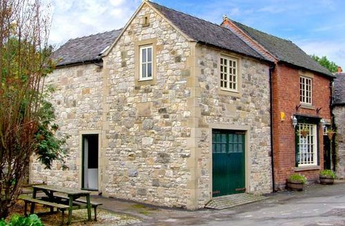 Snaptrip - Last minute cottages - Luxury Parwich Cottage S39316 -