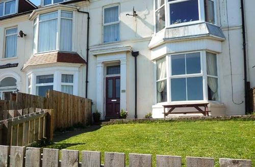 Snaptrip - Last minute cottages - Wonderful Hornsea Cottage S39347 -
