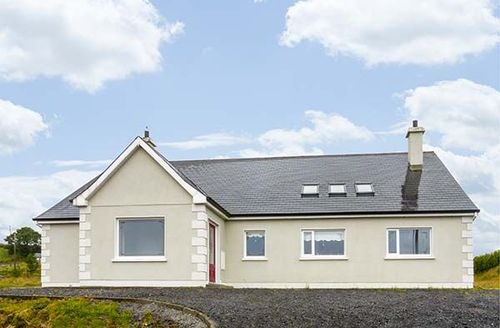 Snaptrip - Last minute cottages - Luxury Boyle Cottage S39367 -