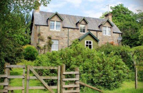 Snaptrip - Last minute cottages - Excellent Strathtummel Cottage S39423 -
