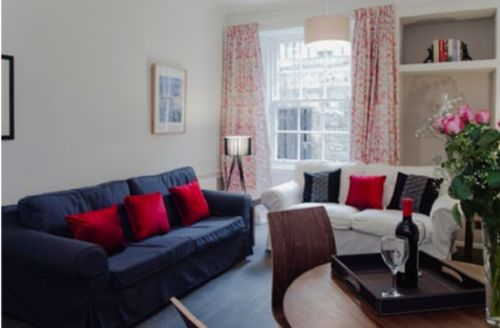 Snaptrip - Last minute cottages - Lovely Northumberland Street Apartment S39461 -