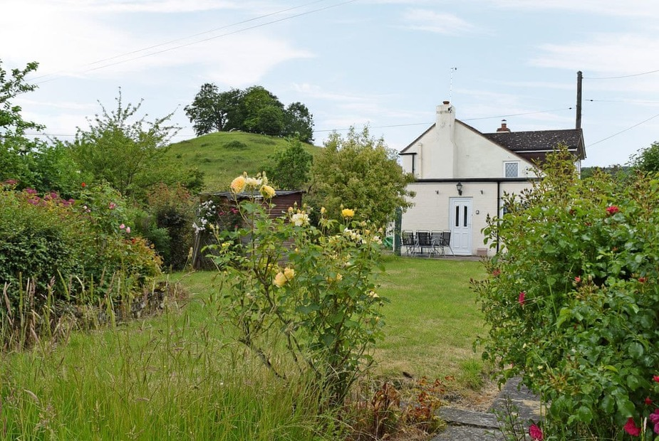 The Old Post Office Beautiful detached cottage with extensive garden | The Old Post Office, Coombe Green, near Malvern