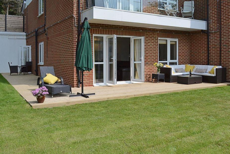 Highkiln Tastefully furnished garden apartment with views over the English Channel | High Kiln, Hastings