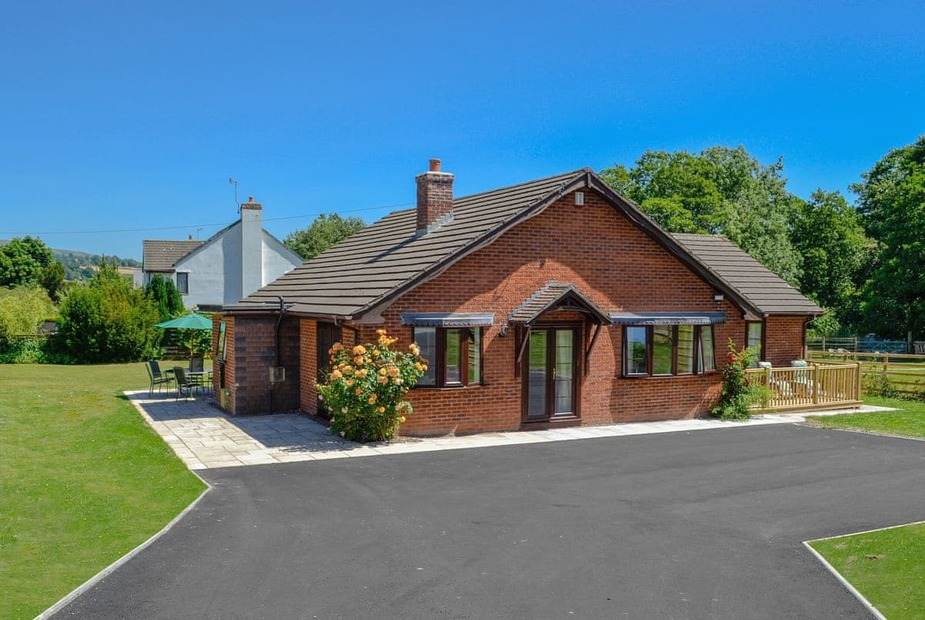 Dol Y Bont Spacious, single storey, detached holiday property | Dol-y-Bont, Penybontfawr, near Oswestry