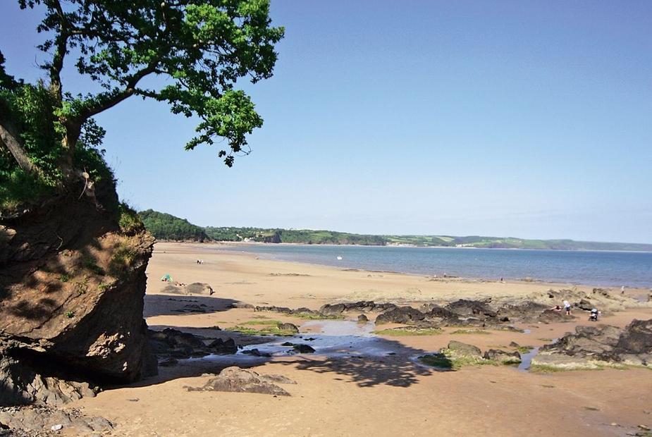 Glenvale - HW7436 Blue Flag sandy beach | Glenvale, Saundersfoot