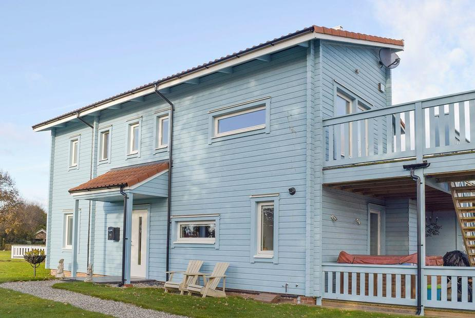 Twin Oaks Attractive holiday home | Twin Oaks, Fritton, near Great Yarmouth