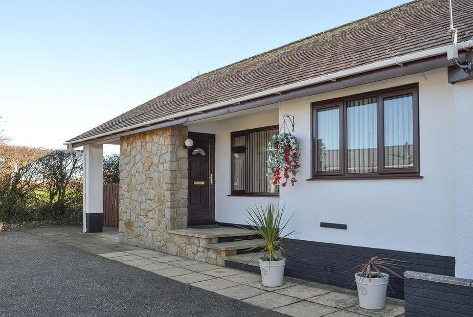 White Towers Bungalow accommodation a short distance from the beach | White Towers, Llandwrog, near Caernarfon