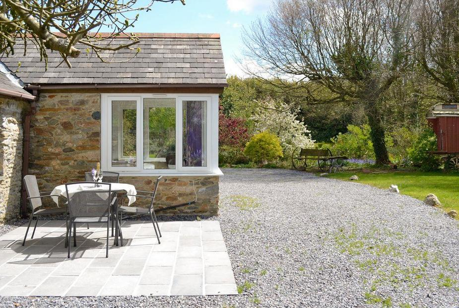 The Garden Cottage Exquisite holiday home with garden furniture on patio | Garden Cottage, Ugborough, near Ivybridge