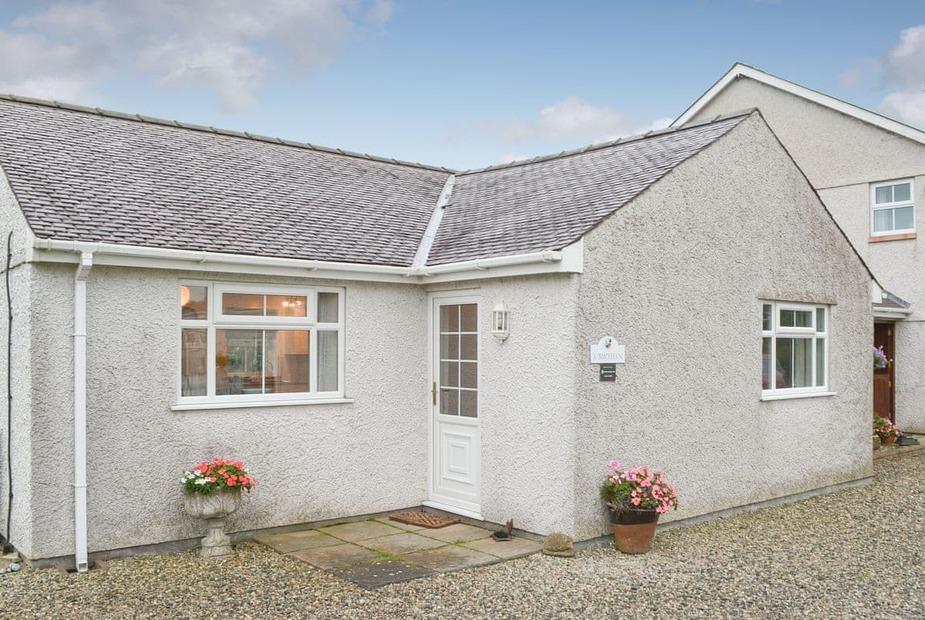 Y Bwthyn Beautifully presented semi-detached single storey property | Y Bwthyn, Cerrig Ceinwen, near Llangefni