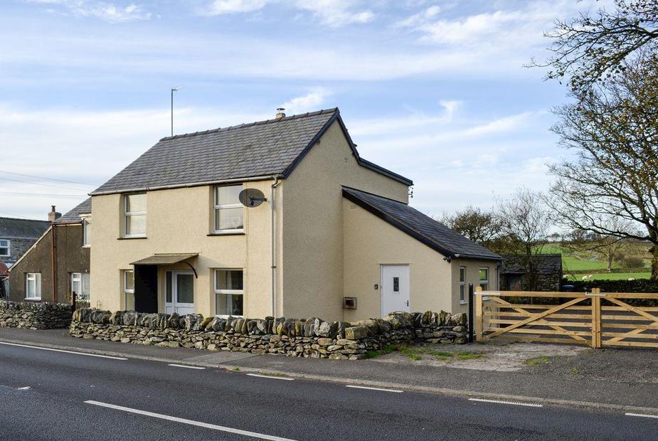 Ceirnioge Cottage Semi-detached cottage | Ceirnioge Cottage, Near Pentrefoelas, Betws-y-Coed