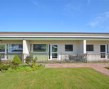 Snaptrip - Last minute cottages - Superb Bacton Rental S25751 - Exterior View 1
