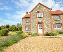 Snaptrip - Last minute cottages - Exquisite Langham Lodge S37514 - Exterior View 1