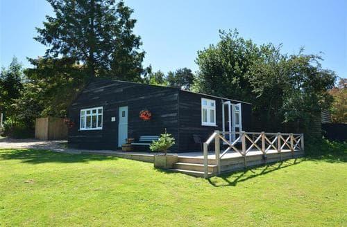 Snaptrip - Last minute cottages - Wonderful Blofield Heath Lodge S33734 - Exterior View 1