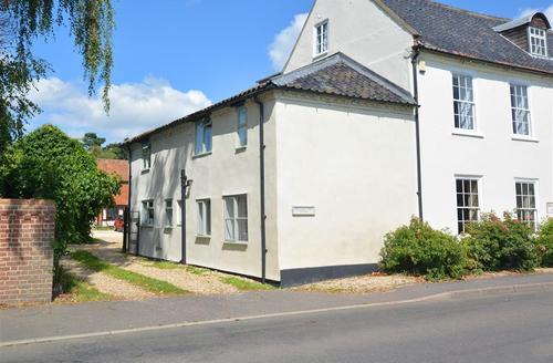 Snaptrip - Last minute cottages - Gorgeous East & West Rudham Rental S25049 - Exterior View 1