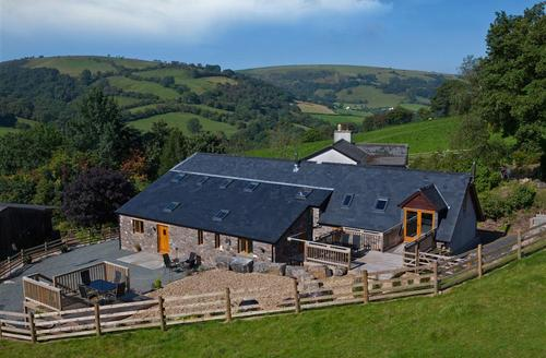 Snaptrip - Last minute cottages - Exquisite Llanfihangel Nant Bran Cottage S40155 - The-Bullpens-exterior-1-3313