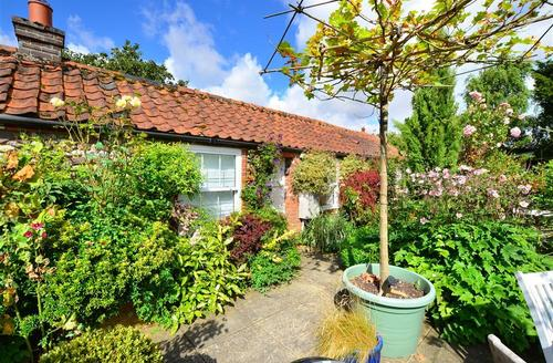 Snaptrip - Last minute cottages - Splendid Stiffkey Rental S12047 - Exterior of single storey flint cottage.
