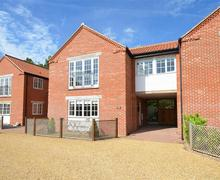 Snaptrip - Last minute cottages - Tasteful Stalham Rental S12033 - Exterior