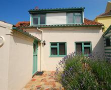 Snaptrip - Last minute cottages - Cosy Wells Next The Sea Rental S11975 - External